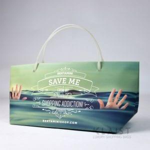 shopper in carta personalizzata con maniglia in plastica