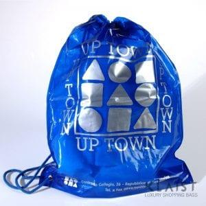 sacchetto tipo zaino in plastica con stampa personalizzata e maniglia in cordino